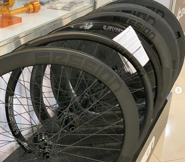 Linha de Rodas de Fibra de Carbono Session Parts