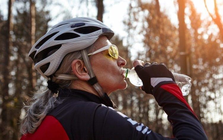 hidratação Alimentação no Ciclismo proteínas, carboidratos nutrição para ciclistas mountain bike e speed