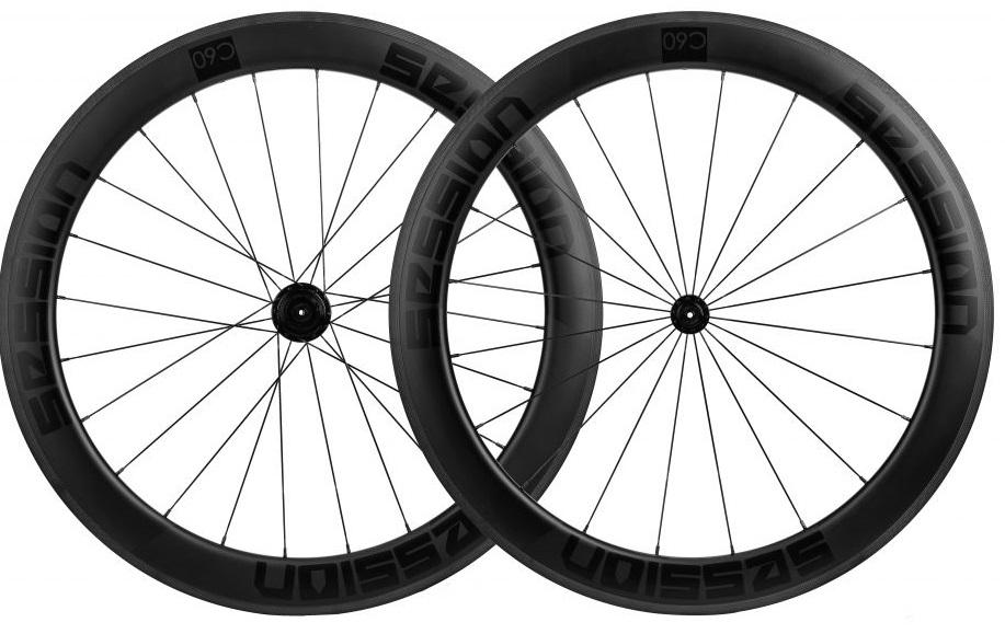 Pedalar contra o Vento com roda aerodinamica C60 Session